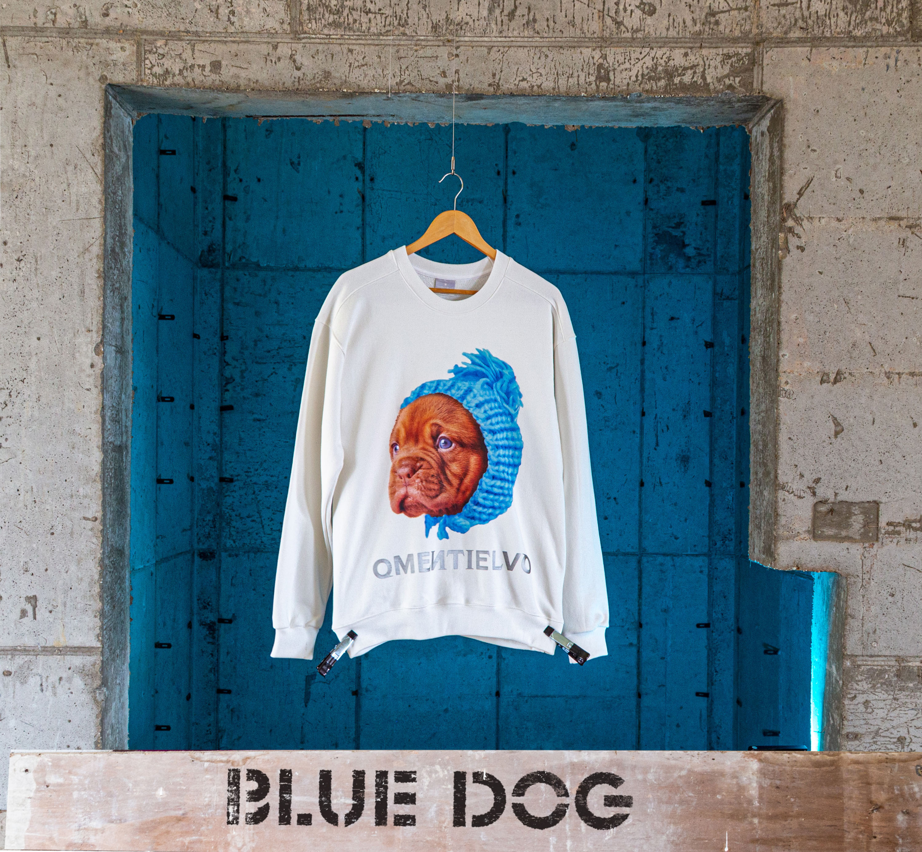 [Sweat Shirt]  White_BLUE DOG